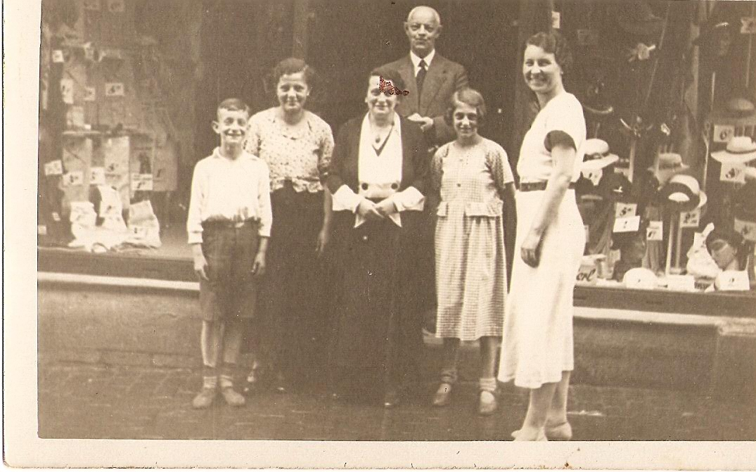 (7)Fritz, his parents and workers of the store